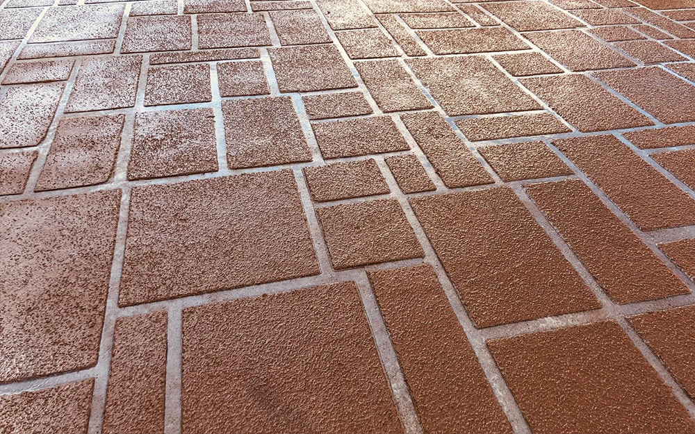 SPRAY-ON DECORATIVE CONCRETE DRIVEWAYS